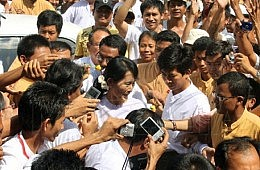 Aung San Suu Kyi Sweeps to Win