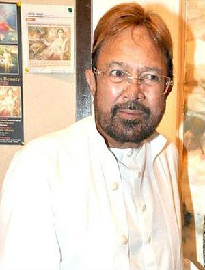 Bollywood Observes the Passing of a Legend