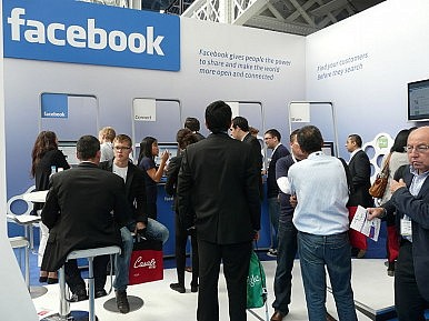 Smartphone Alert: Here Comes Facebook Home, HTC First