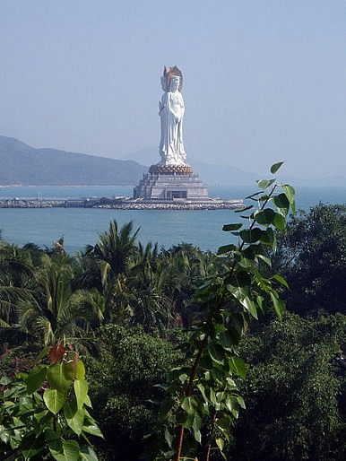 Hainan: Chinese Resort Dreams