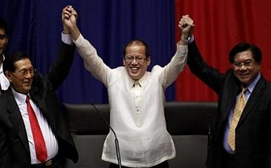 Philippine Midterm Polls Give Preview of 2016 Presidential Race