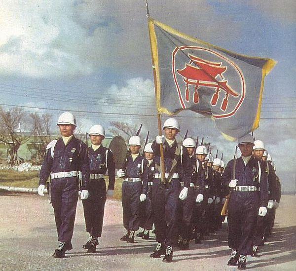 Desfile de la Guardia de Seguridad de las Ryukyu, en 1960.