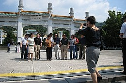 Ding Jinhao Woz 'Ere: Chinese Tourists Told to Mind Their Manners