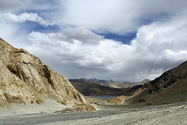 India Tries to Manage China Border Challenges