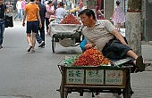 "Chinese Street Vendor Staged Death Foiled when ""Corpse"" Had to Get a Drink"