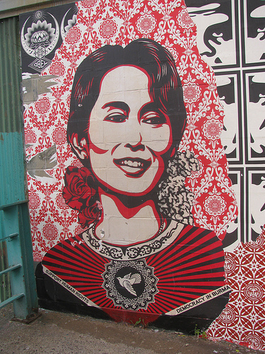 Suu Kyi Lectures Singapore on Materialism