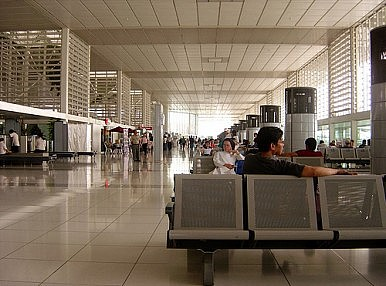 Video Games at Work? Photo of Philippine Airport Staff Causes Anger