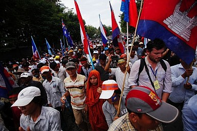 Cambodian Protests Continue, Hun Sen Open to Talks