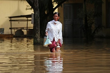 Cambodian Flood Victims Drowning in Debt