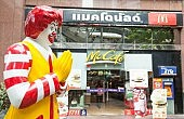 "Fast Food Outlets Cash in On ""Bangkok Shutdown"""