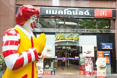 "Fast Food Outlets Cash in On ""Bangkok Shutdown"""