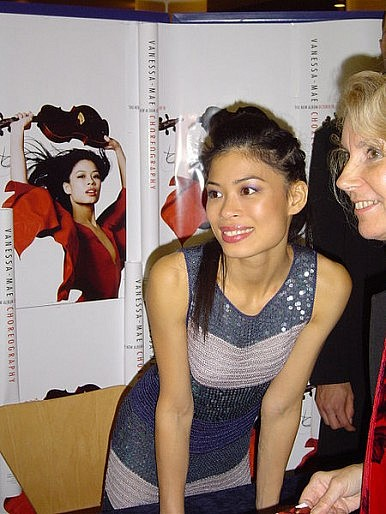 International Violin Star Vanessa-Mae to Ski for Thailand at Sochi Games