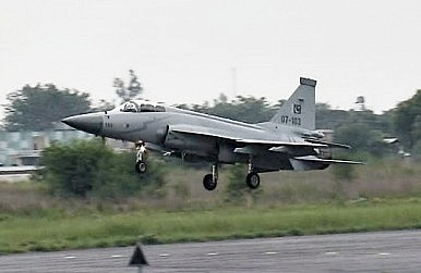 Pakistan Continues JF-17 Development