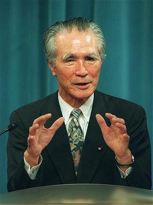 Former Japanese Prime Minister Meets Comfort Women