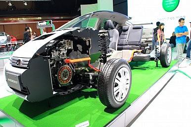 Japan Pools Resources to Retain Automotive Edge