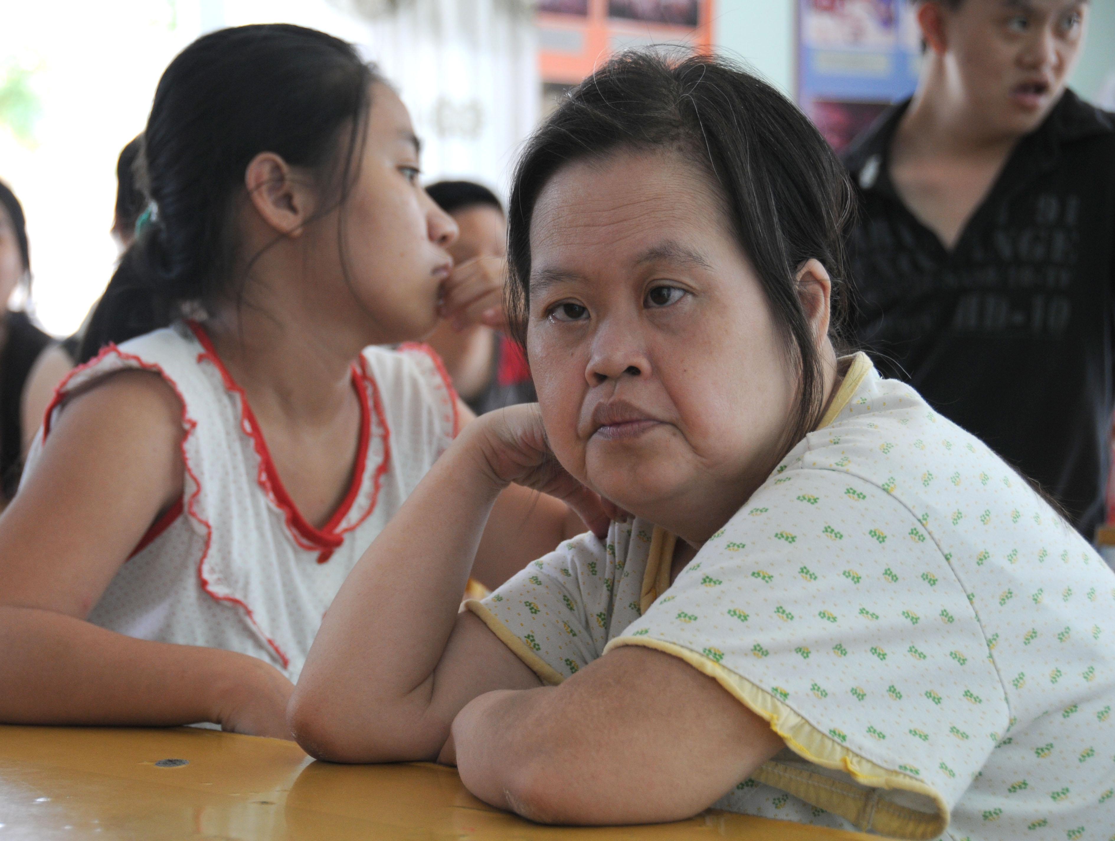 Hanoi girl lying - 2 8