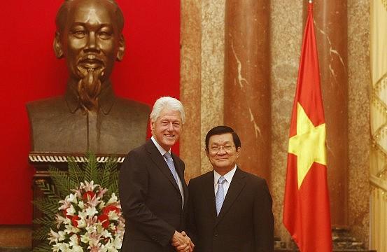 bill clinton slams beijing on south china sea