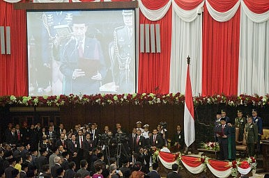 China Woos Indonesia's New President