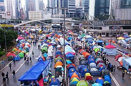 Cracks Emerge in Hong Kong Protests