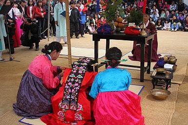 In South Korea, Changing Attitudes Toward Marriage