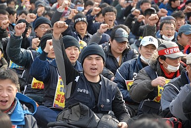 Who Represents Labor Market Outsiders in South Korea?