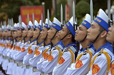 US Senator: US Navy Should Help Vietnam in South China Sea