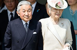 How Japan's Emperor (Subtly) Criticized Shinzo Abe