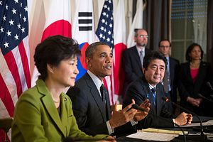 Abe, Park Meet on UN Sidelines, Affirm Trilateral Summit with China