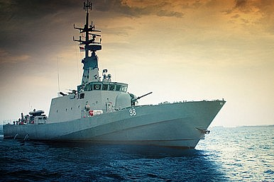 How Did a Singapore Warship Foil a Pirate Attack?