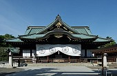 Shinzo Abe Refrains From Joining Japanese Lawmakers at Yasukuni Shrine