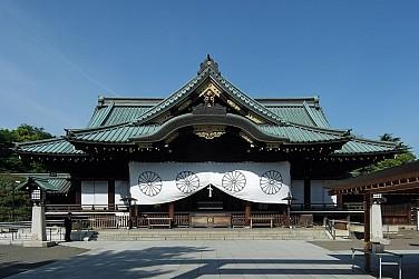 Shinzo Abe Refrains From Joining Japanese Lawmakers at Yasukuni Shrine