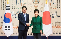 'Comfort Women' Issue Dominates Rare Japan-Korea Bilateral Talks