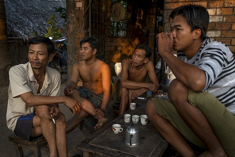 Shipyard workers drink tea before the day's work begins. Photo by Luc Forsyth.