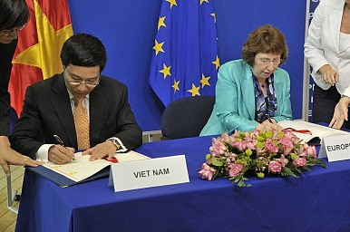 Vietnam, European Union Ink New Free Trade Pact