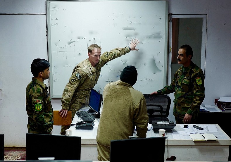 First Lieutenant David Witter and Major Nuzir in the Tactical Operations Center of the 205th Corps. Photo by Franz-Stefan Gady.