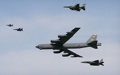 US Sends B-52 Bomber Over South Korea in Response to Pyongyang's Nuclear Test