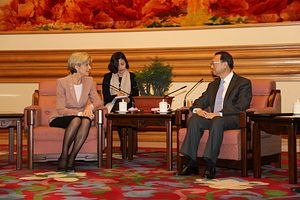 Australia's Foreign Minister Gets Chilly Welcome in China