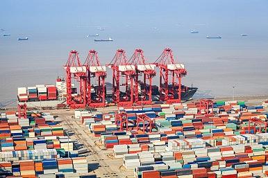 China's Foreign Trade Dropped 8 Percent in 2015