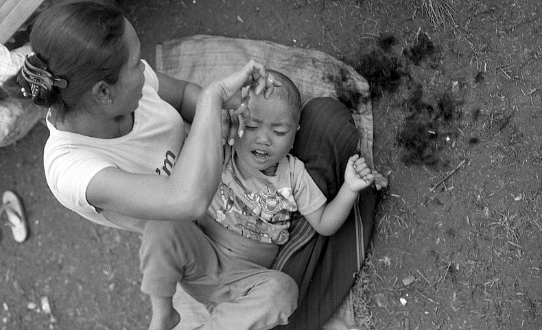 Hair cut in refugee camp near Wan Hai 11_2015