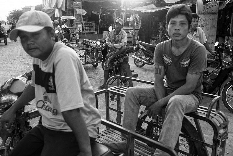 People gather in the market in Nakasang. Photo by Gareth Bright.