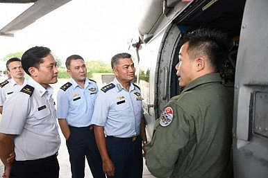 Brunei's New Air Force Commander Visits Singapore