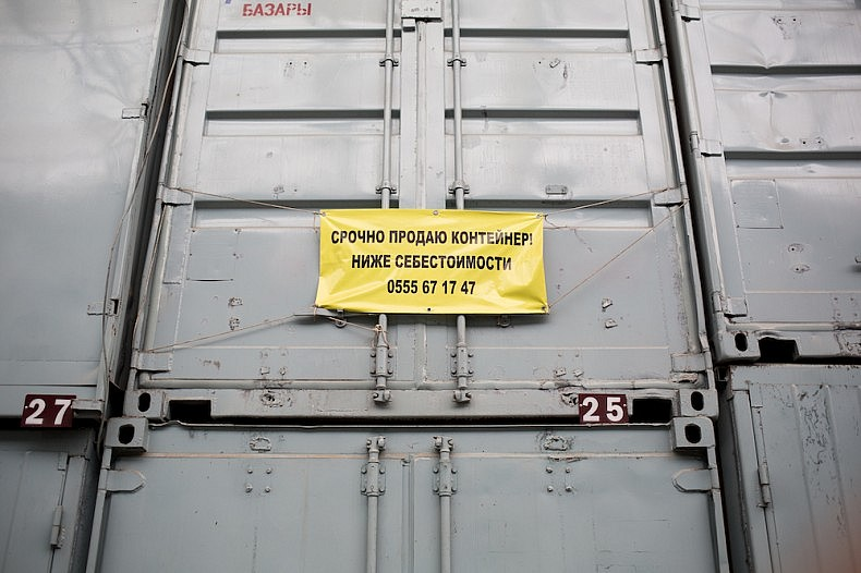 "A container up for sale. The sign reads: ""Urgently selling container at below cost price."" Due to weak trade, many are selling their containers at Dordoi at a loss. Source: Elyor Nematov"