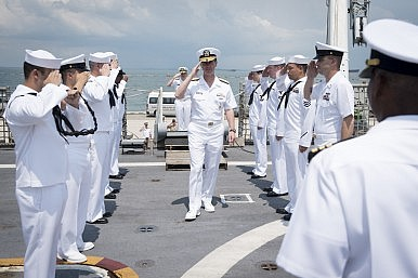 Top US Navy Officer Visits US Aircraft Carrier in South China Sea