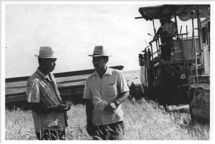 The second generation of proud Uzbek Korean kolkhoz farmers. Courtesy of Victoria Kim.