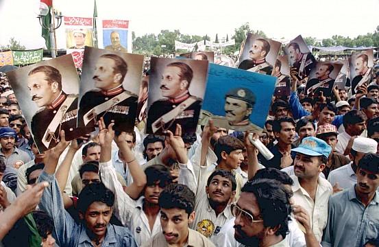 democracy pakistan essay