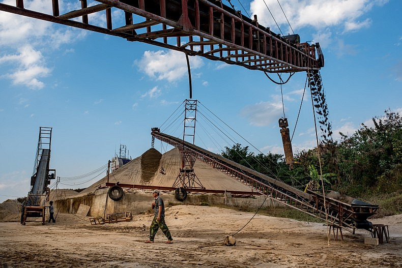 Conveyor belts move sand from the dredging boats to the shore for drying. Photo by Luc Forsyth.