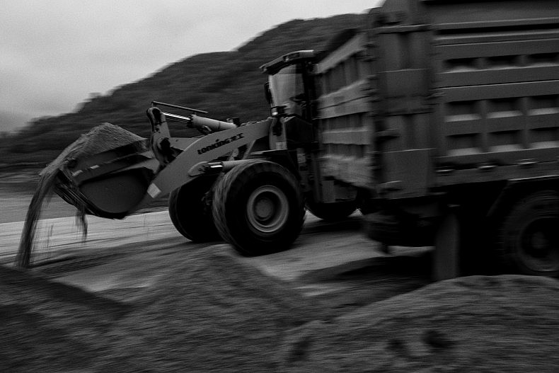 Trucks wait to be loaded with dredged sand in the town of Simaogangz, Yunnan, China. Photo by Gareth Bright.