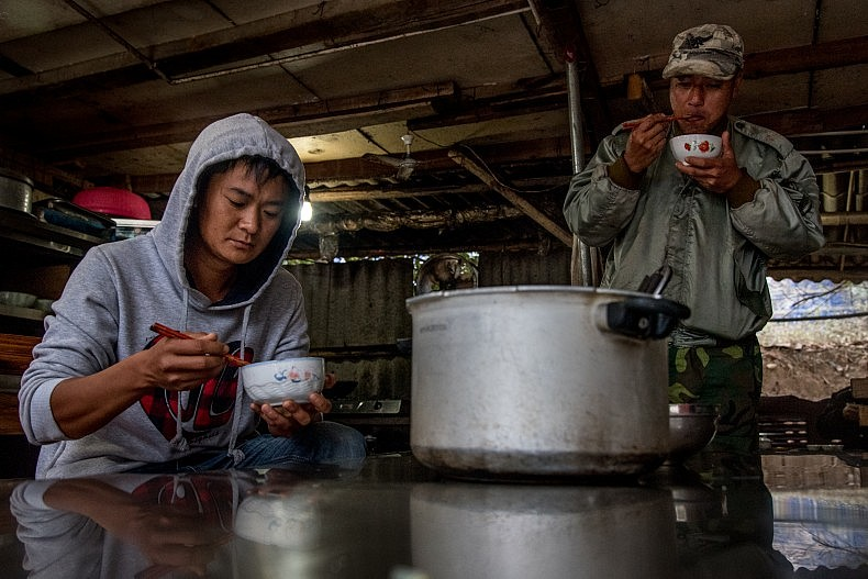 Sand dredgers stop for lunch in the town of Simaogang, Yunnan China. Photo by Luc Forsyth.