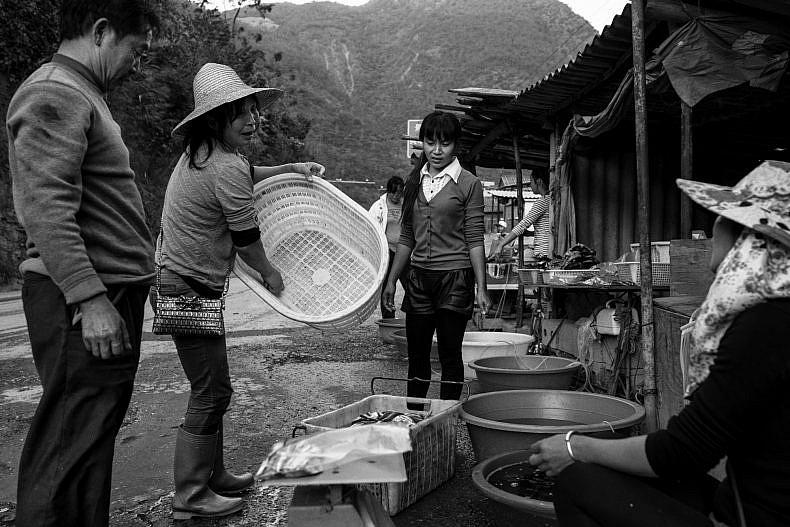 Customers stop at a road side fish market in Jinglin, Yunnan, China. Photo by Gareth Bright.