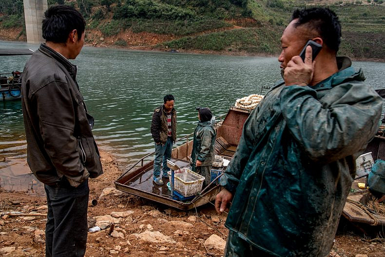 Fishermen prepare to offload their morning's catch on a Lancang (Mekong) tributary in Jingling, Yunnan, China. Photo by Luc Forsyth.
